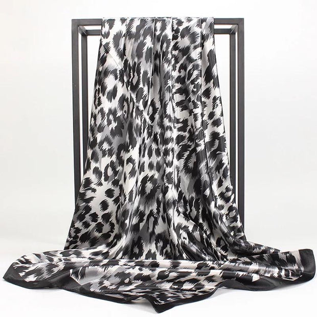 Printed square satin - Leopard Black and white
