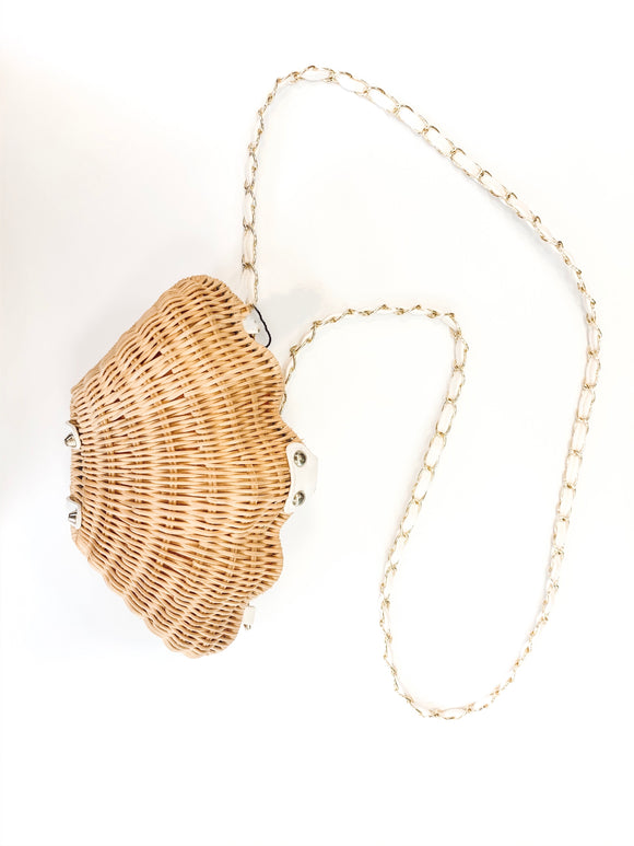 Shell wicker purse