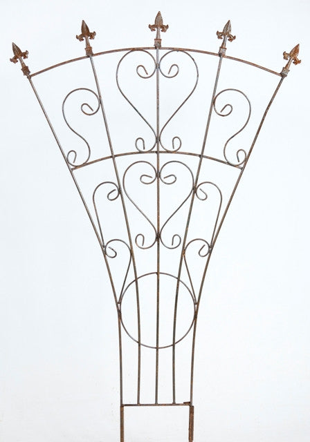 SM WIDE TRELLIS WITH ARROWS