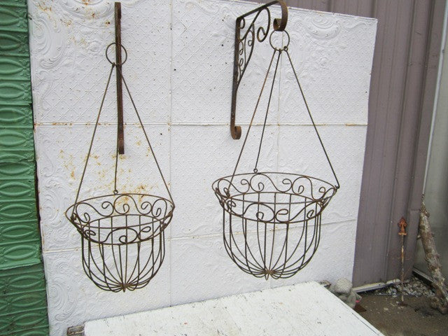 Set of 2 Hanging Basket w Hangers