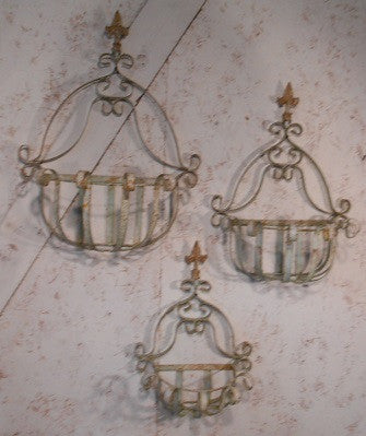 Set of 3 Strap Wall Basket with Finial