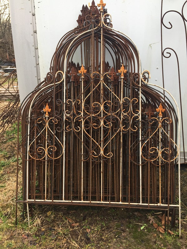 Trellis with 5 Finials