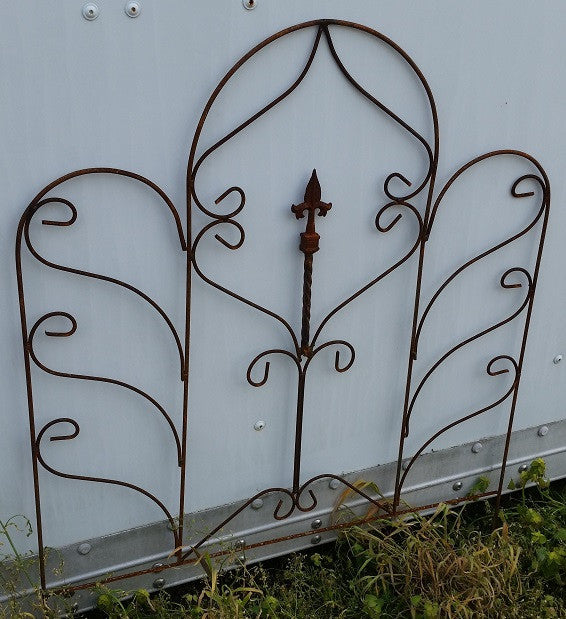 Twist Fence with Single Finial