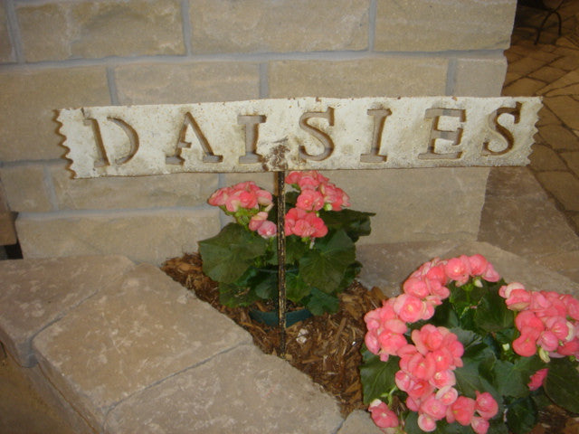 DAISIES Sign w Stake