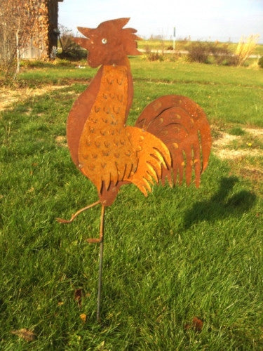ROOSTER ON STAKE