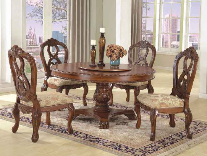 McFerran Home Furnishings D6005 6060 5 Piece Dining Room Set