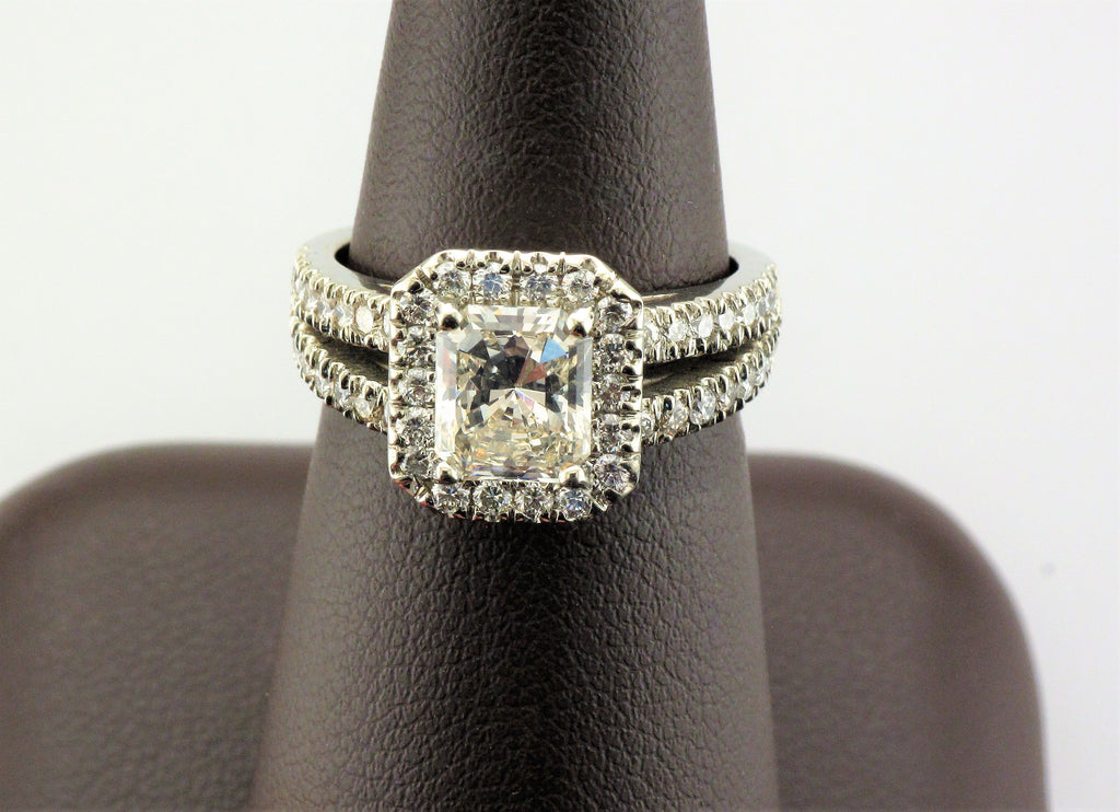18KW Radiant Halo Diamond Ring