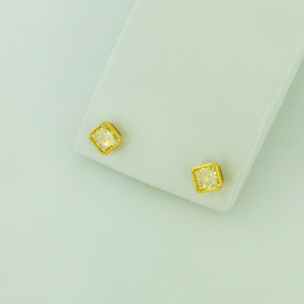 18KY Natural Yellow Diamond Earrings