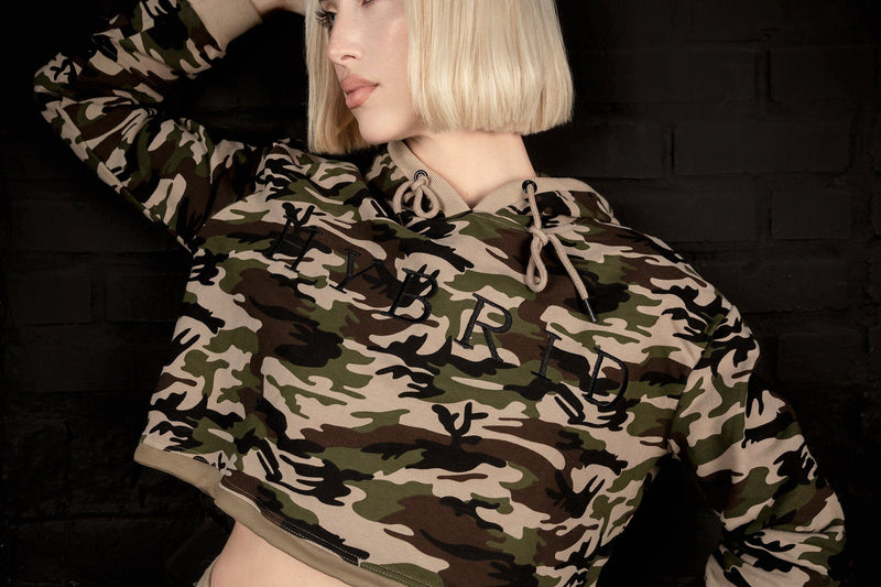 HYBRID NATION WOMEN CAMO CROPPED HOODIE