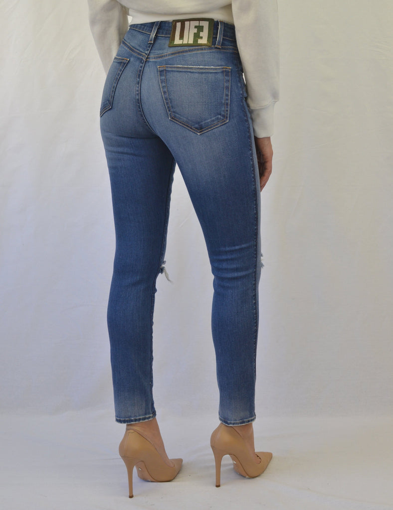 Truth High Rise Skinny in Verve Wash
