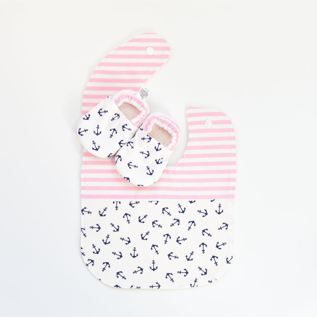 G I F T S E T S | Bib & Booties | Tossed Anchors Pink