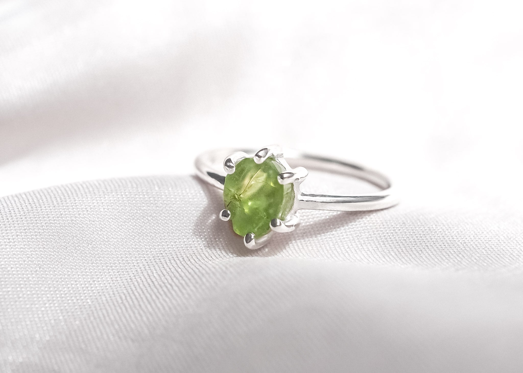 Green Detox V Peridot Ring