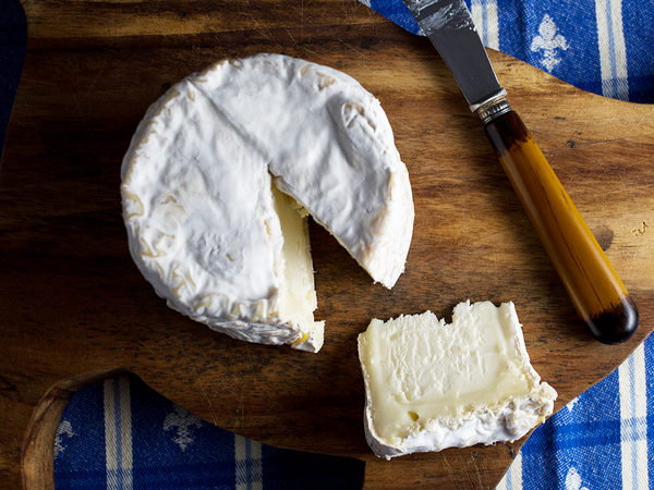 how to taste brie cheese