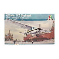 Cessna 172 Skyhawk 1987 Landing on Red Square 1:48 - Italeri