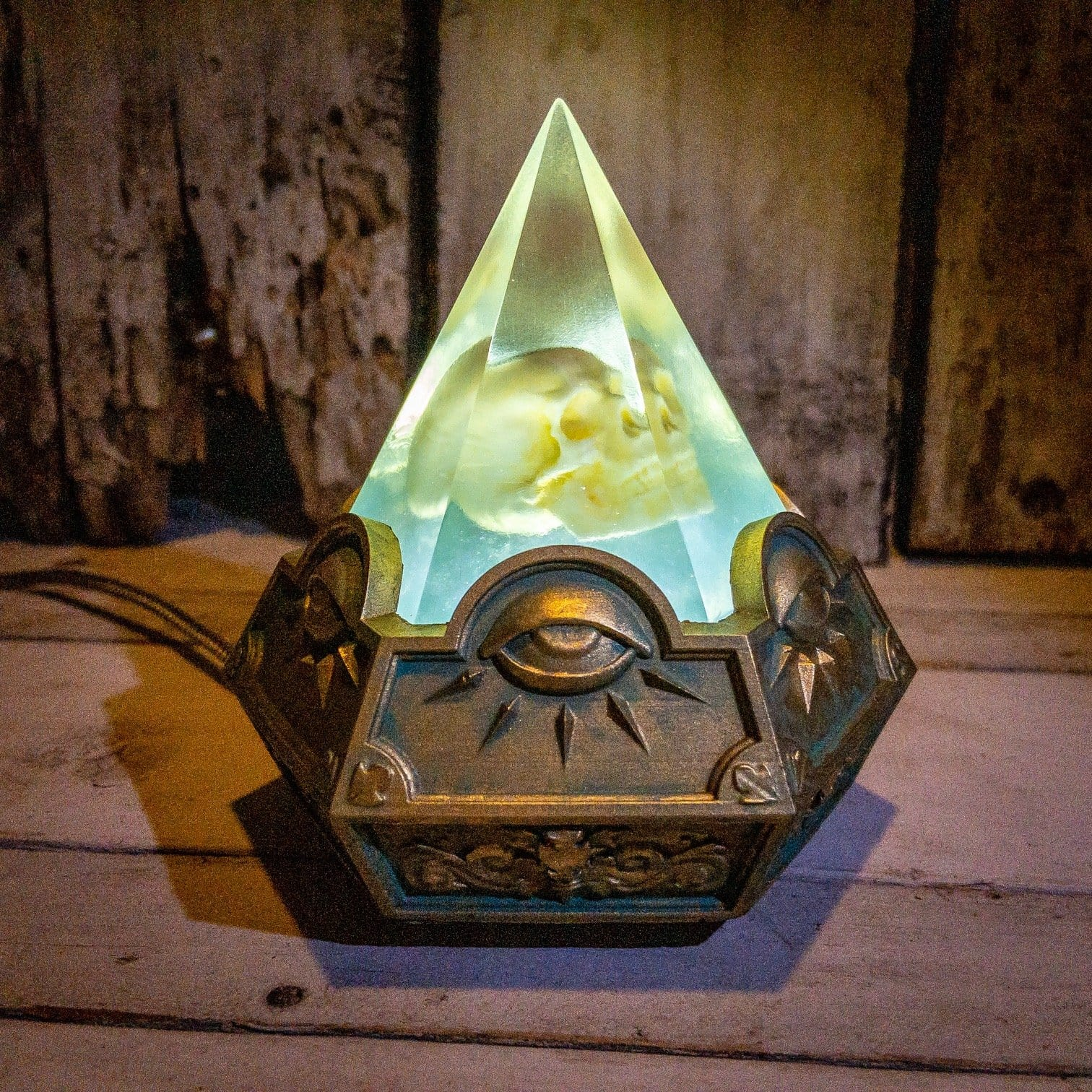 Skull Illuminata Lamp