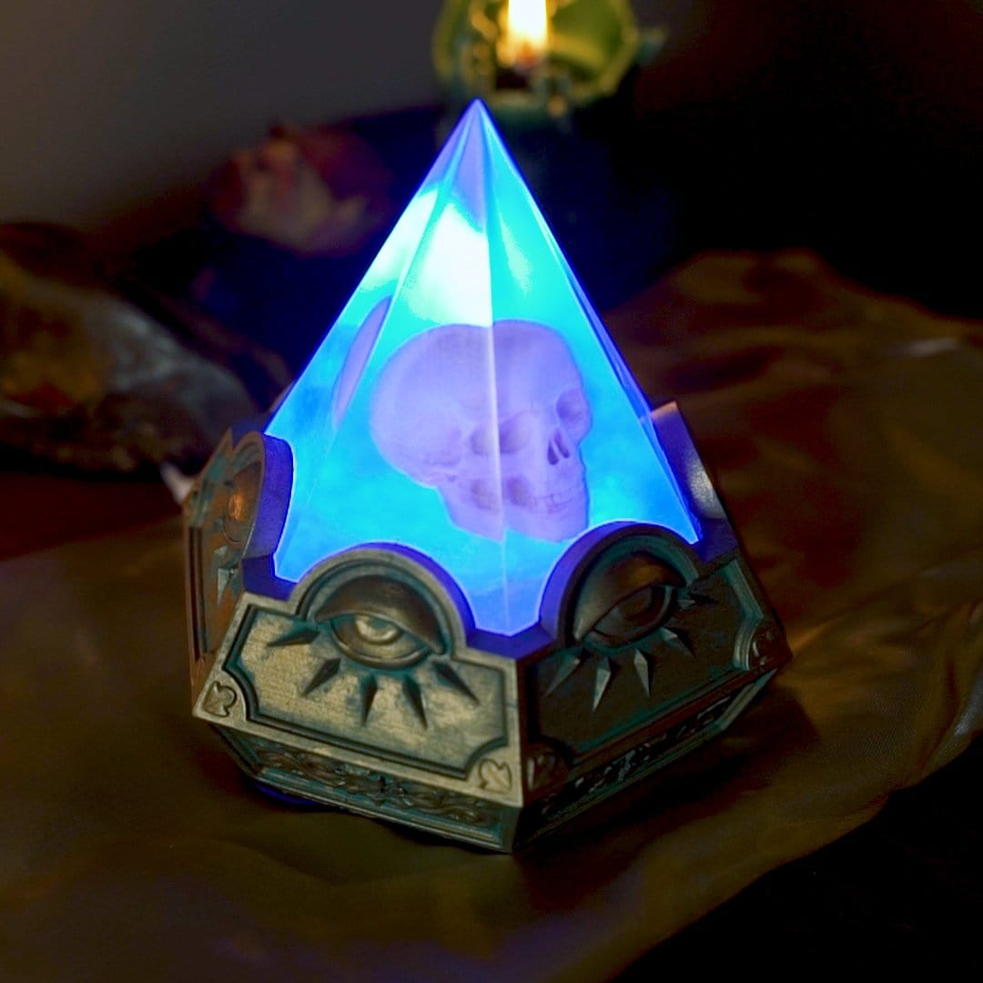 Prismatic Skull Illuminata Lamp