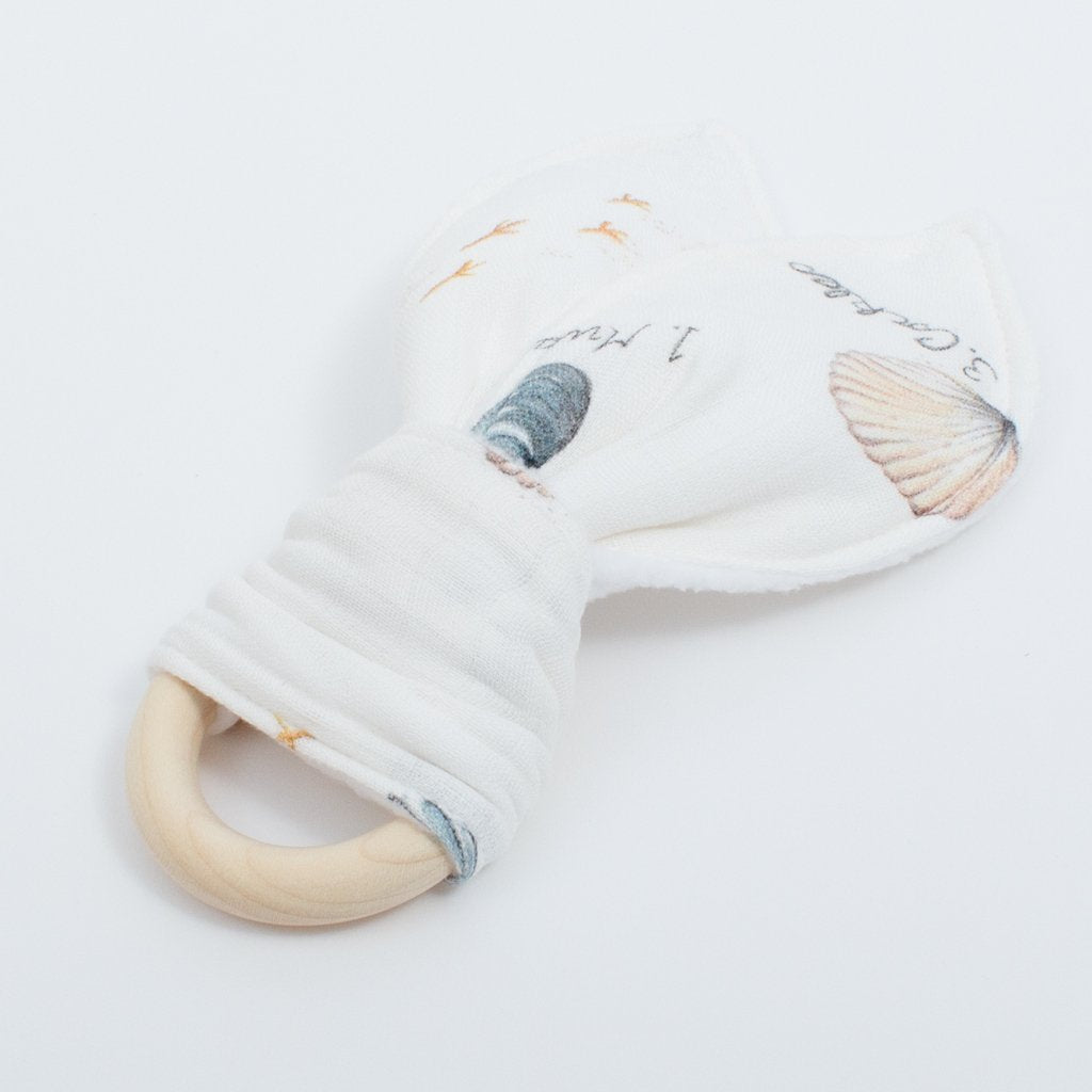Natural wooden teething ring in Seashell print