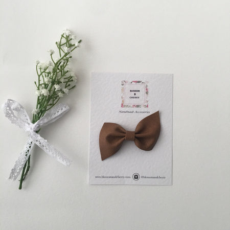 Kate Bow-Genuine leather hair bow || White Floral