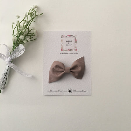 Kate Bow-Genuine leather hair bow || Tan