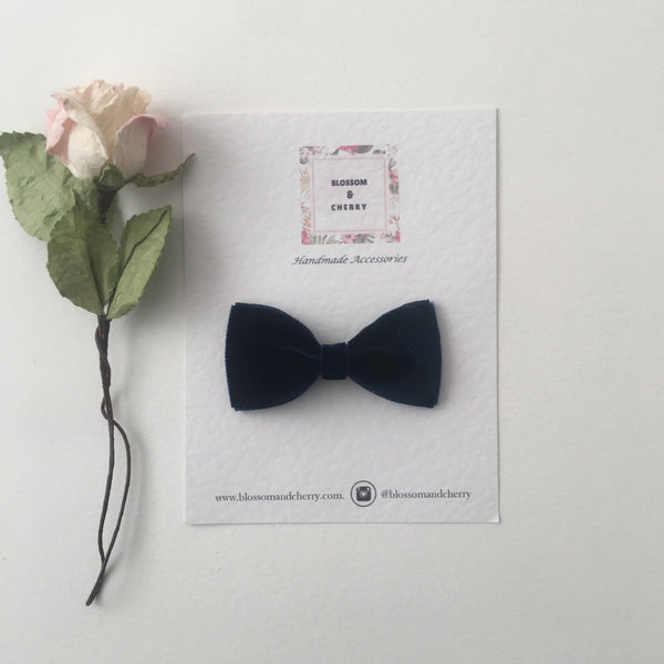 Navy Velvet Pinch Bow || Headband or Clip