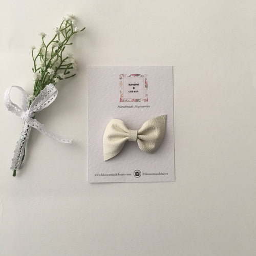 Kate Bow-Genuine leather hair bow || Cream