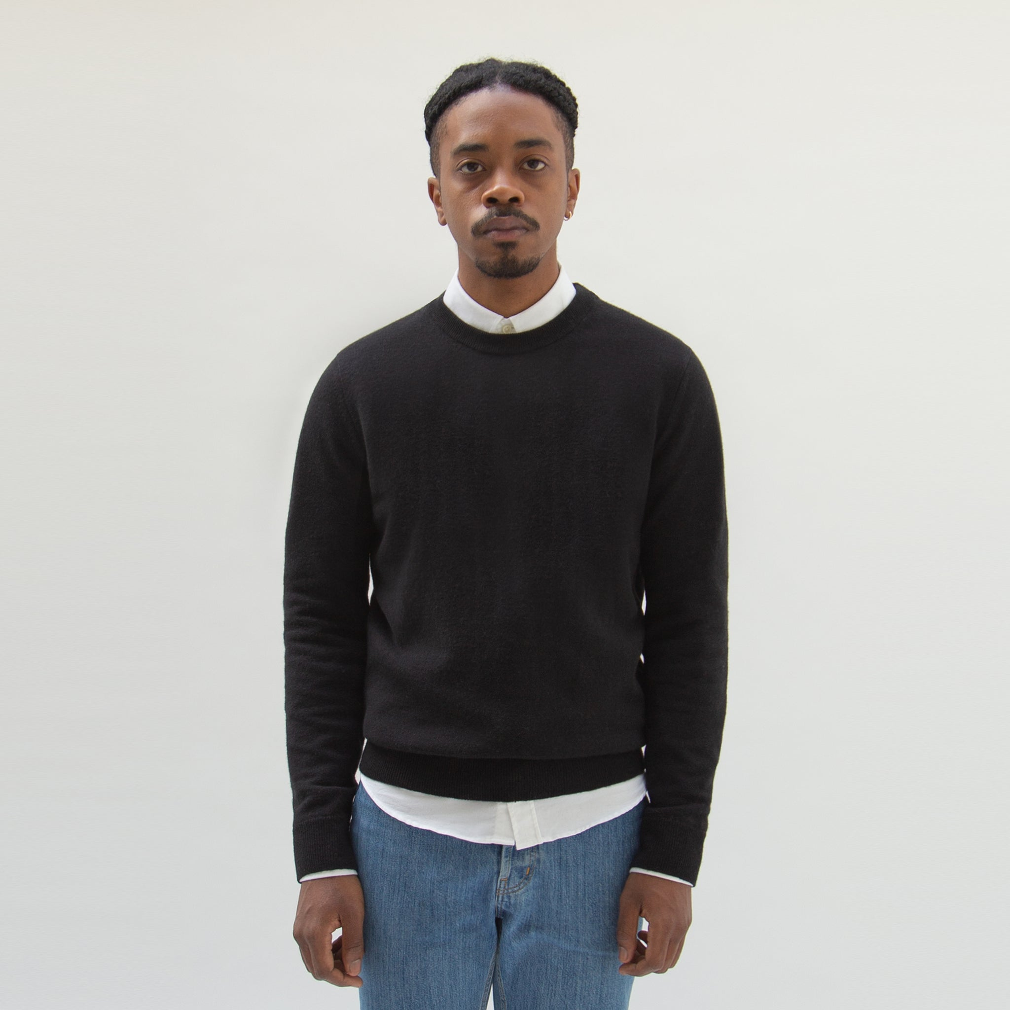Lambswool Sweater in Black made from organic Wool - Men Front