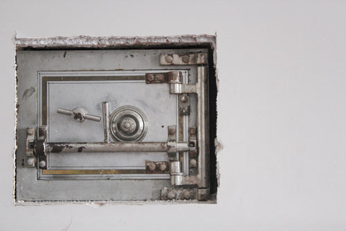 Picture of a safe.  Food safety for turkey