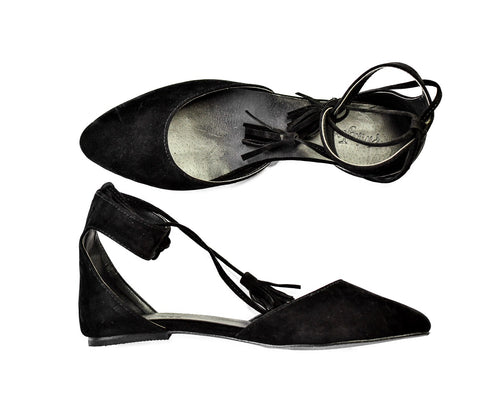 ARIA TASSEL FLATS IN BLACK