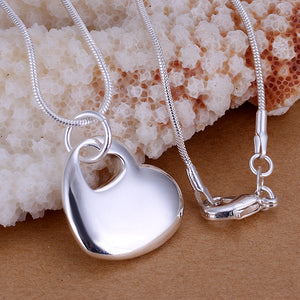 Smooth Heart Necklace in 18K White Gold Plated