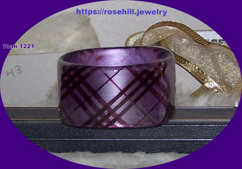 1221  PURPLE PLAID BANGLE BRACELET ACRYLIC ITEM 1221