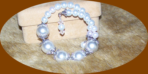 7231 HANDMADE WHITE GLASS PEARL MEMORY WIRE BRACELET ITEM # 7231