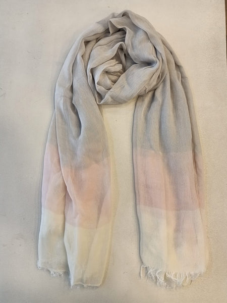 Degrade scarf