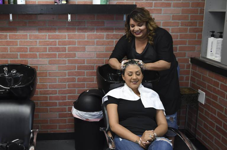 Fresno Hairstylist & Breast Cancer Survivor Offers Free Services to Other Patients