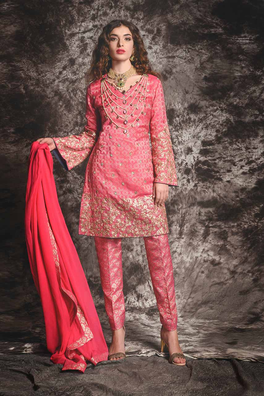 Latest Trends that Swirled the Pakistani Fashion 2017