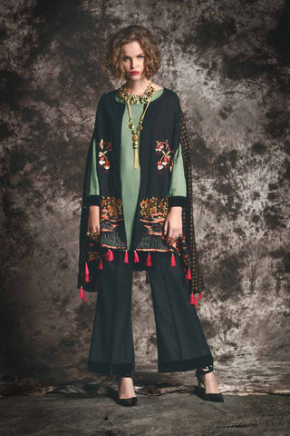 model-wearing-pakistani-dress