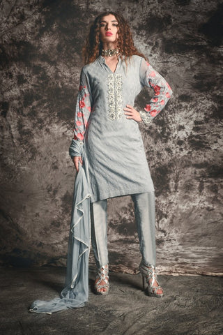 459b043e31 A simple and sophisticated shalwar kameez is all you require for your daily  wear.