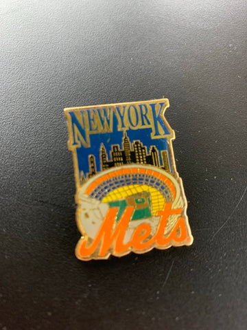 Vintage New York Mets Pin Cityscape