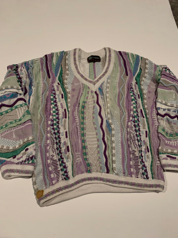 Vintage Tundra Canada V Neck Coogi style sweater size women's medium