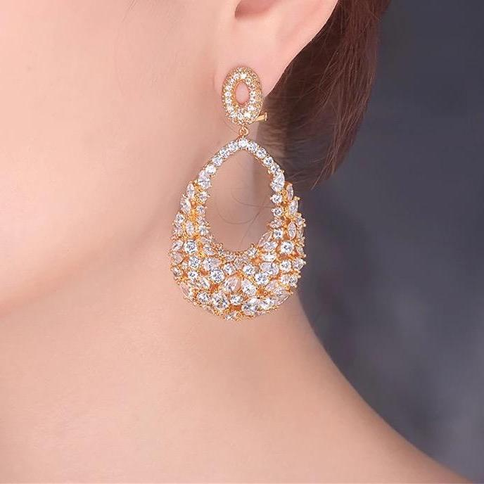 ROYALTY EARRING