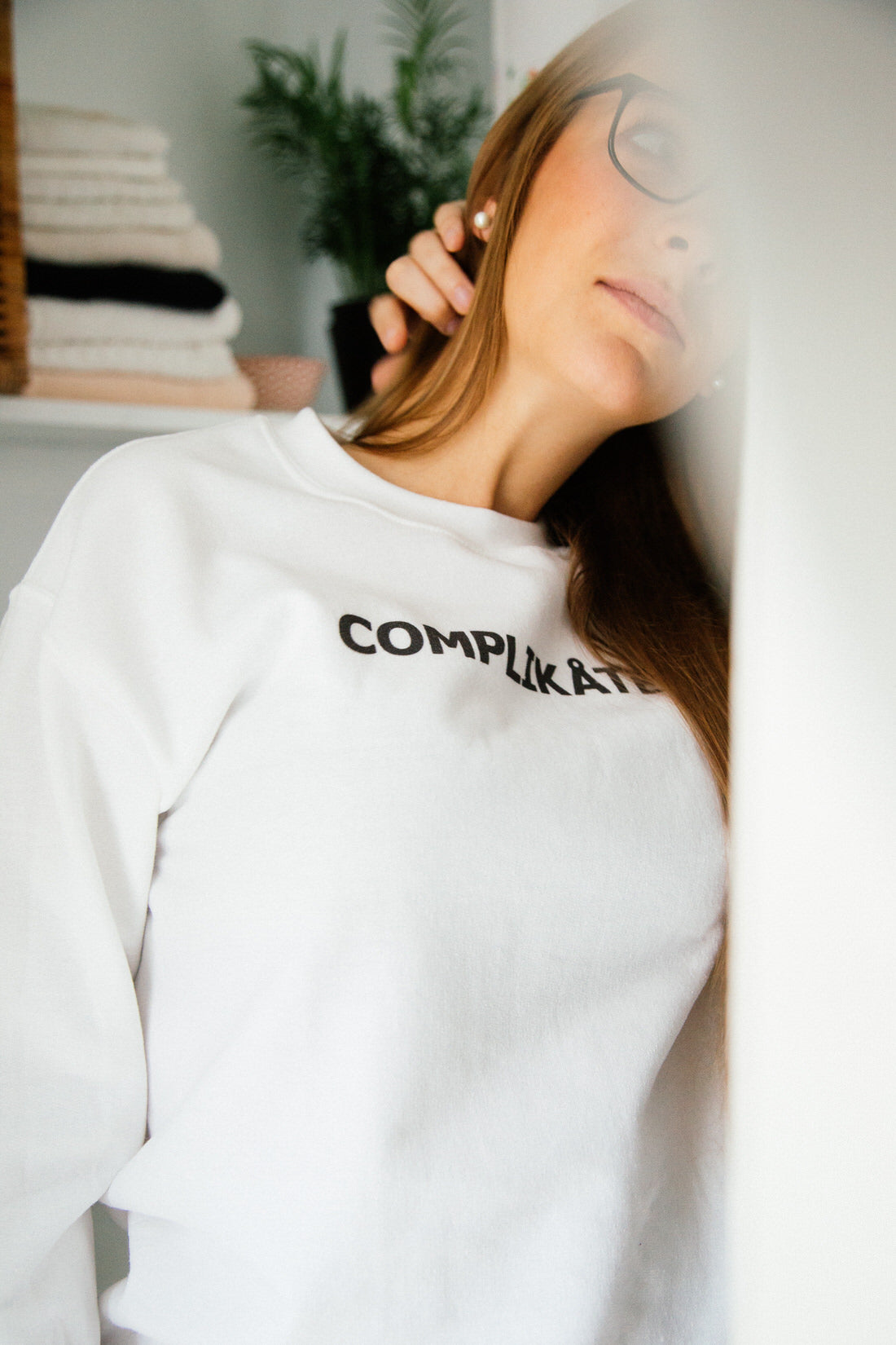 Complikated Sweatshirt in White