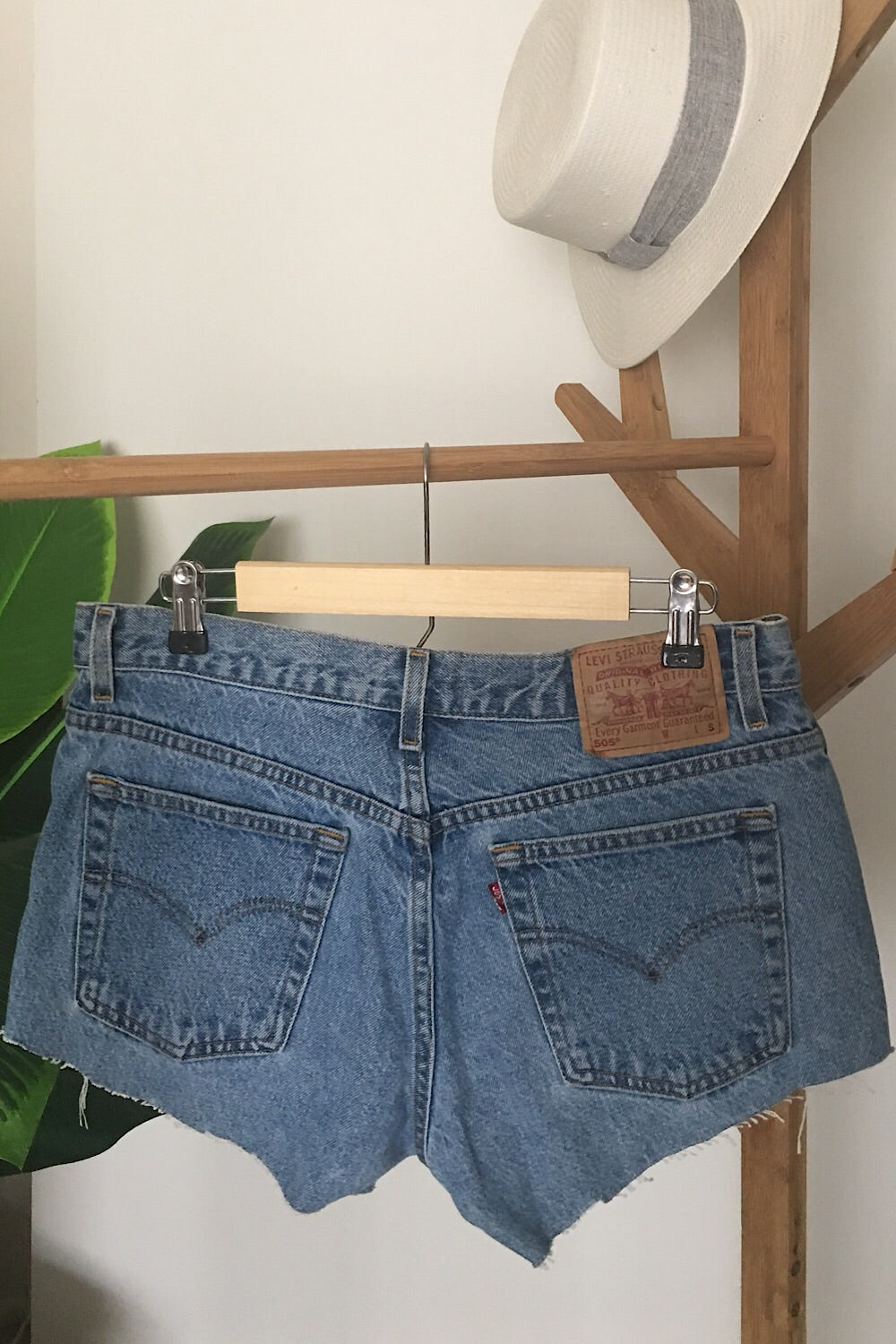 Vintage Levi's 505 Denim Short SIZE 7/8