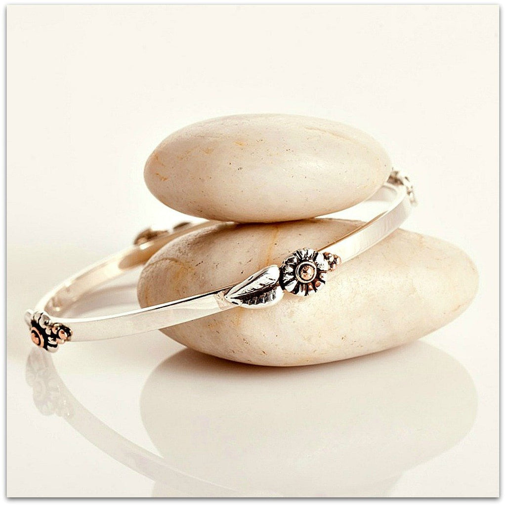 Lynda Salmon ~ 4 Daisy Bangle - Aspect Design