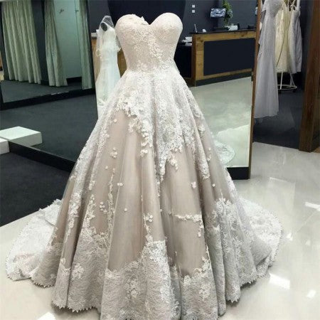 Luxury Sweetheart Sleeveless Ball Gown Lace A Line Lace Wedding Dress W542