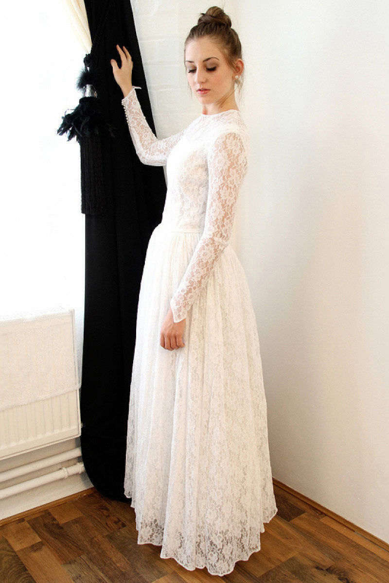 Elegant Long Sleeves Lace A Line Wedding Dress W802