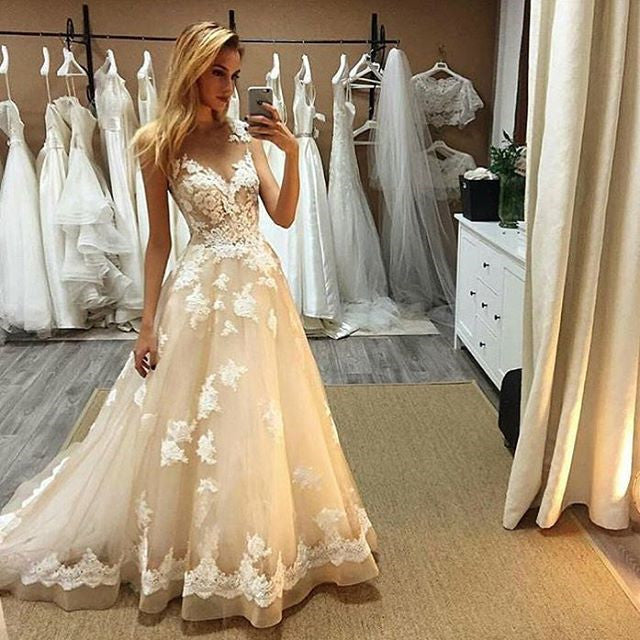 Elegant V Neck Sleeveless Tulle Lace Wedding Gown with Appliques W521