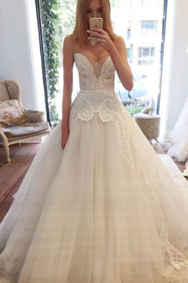 Sweetheart A Line Ball Gown Sleeveless Lace Wedding Dress with Appliques W546