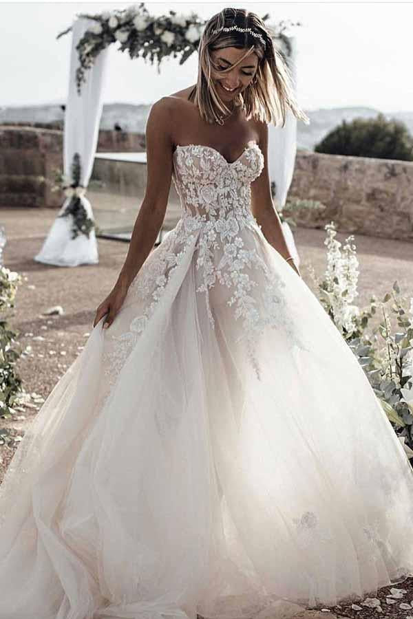 Romantic Sweetheart Strapless Open Back Sweep Train Lace Appliques A Line Wedding Dress W432
