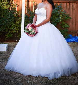 Stunning Sweetheart Sleeveless Tulle Sparkly Beading Ball Gown Wedding Dresses W387