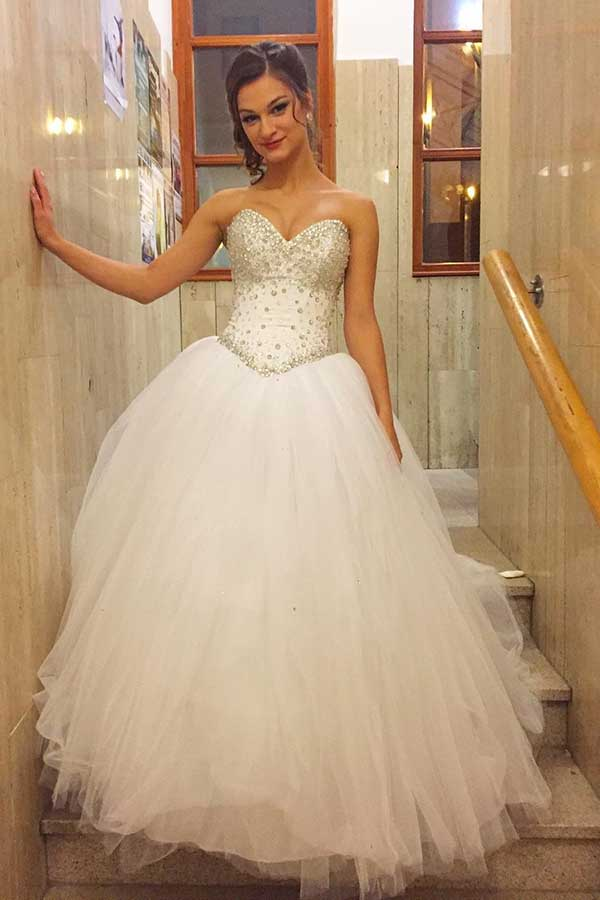 Gorgeous Sweetheart Sleeveless Wedding Dress Ball Gown with Beading W530