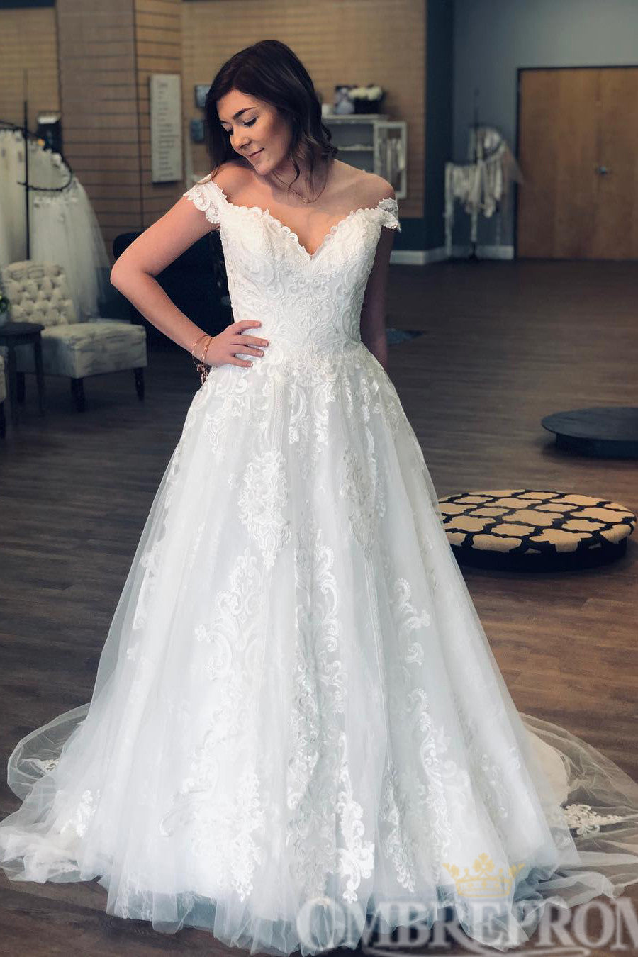 Chic Off Shoulder A Line Wedding Dresses Lace Ball Gowns W777